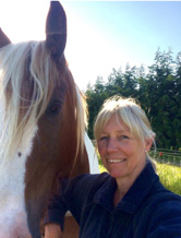 Horses live entirely in the moment and provide instant, honest, accurate feedback to how we are being around them – to our energy and behaviour. Horses do not role play. If you want a horse to co-operate and follow, you must demonstrate real leadership.